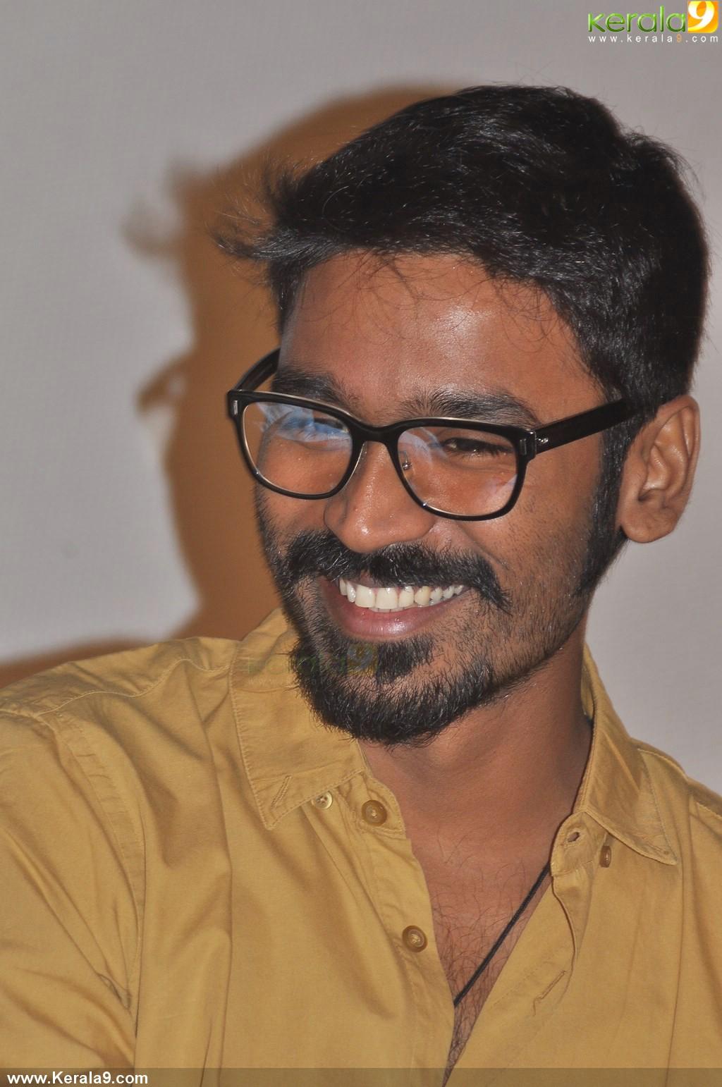 dhanush at anegan tamil movie audio launch photos 00617 - kerala9