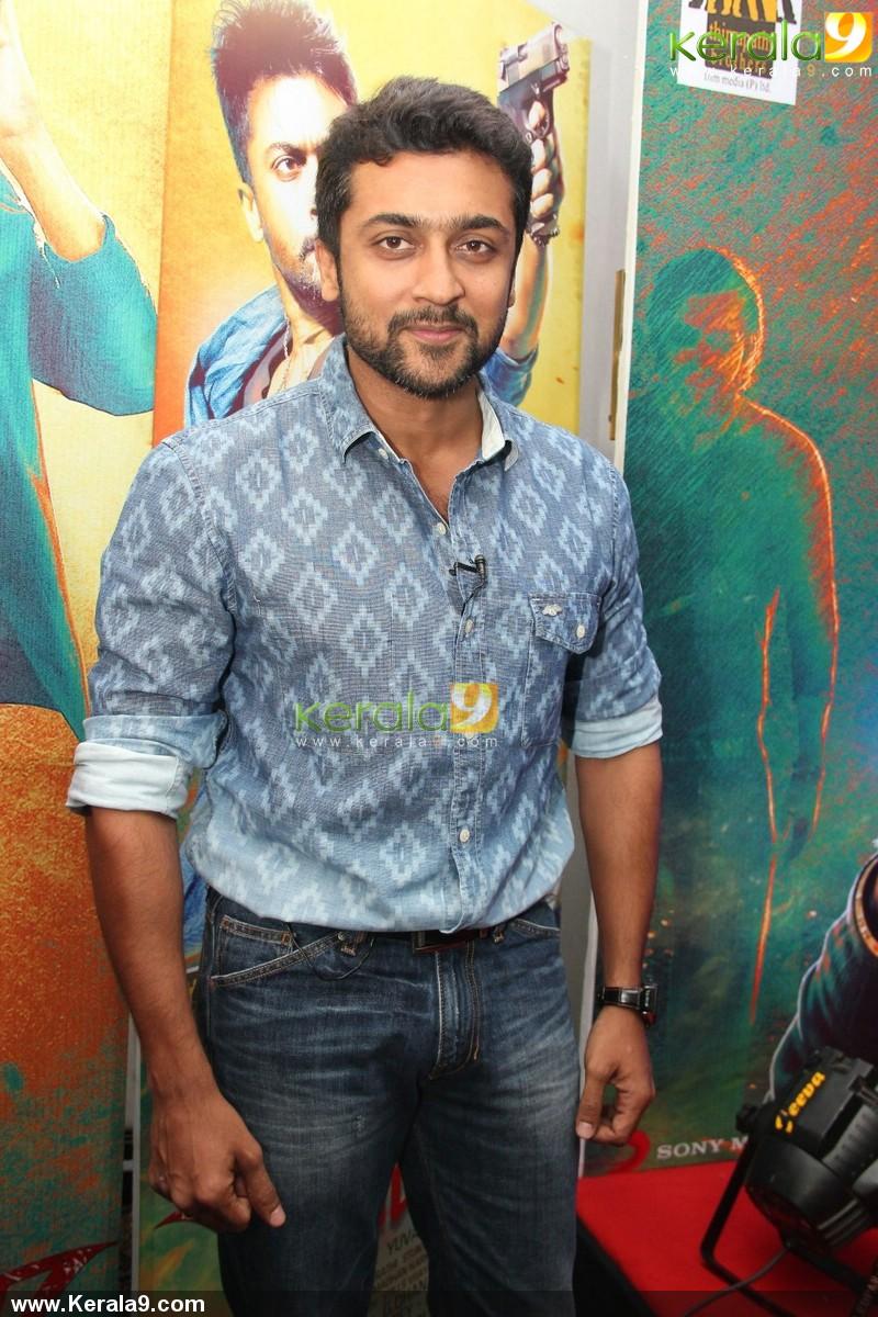 surya at anjaan movie teaser celebration success meet photos 00231