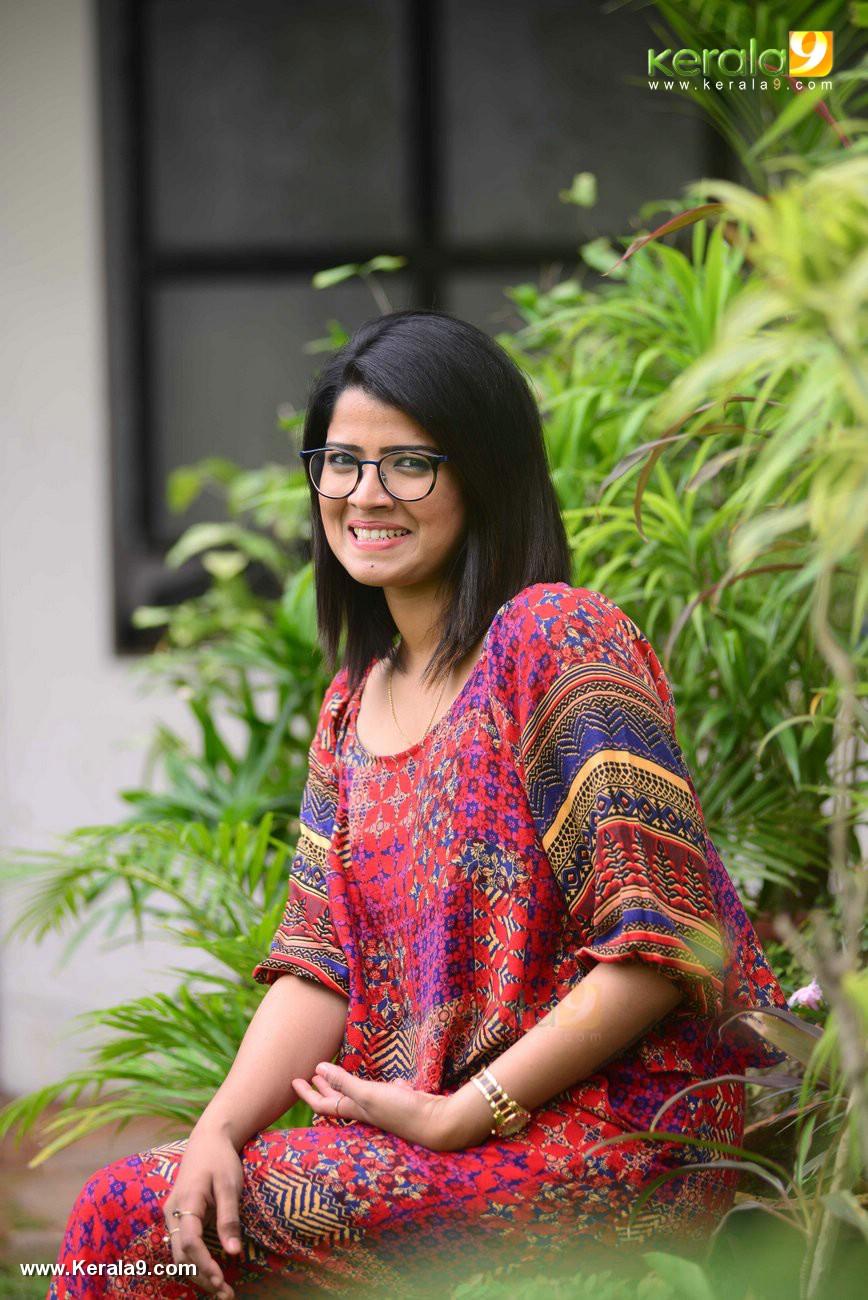 Amrutha suresh at crossroad malayalam movie launch photos