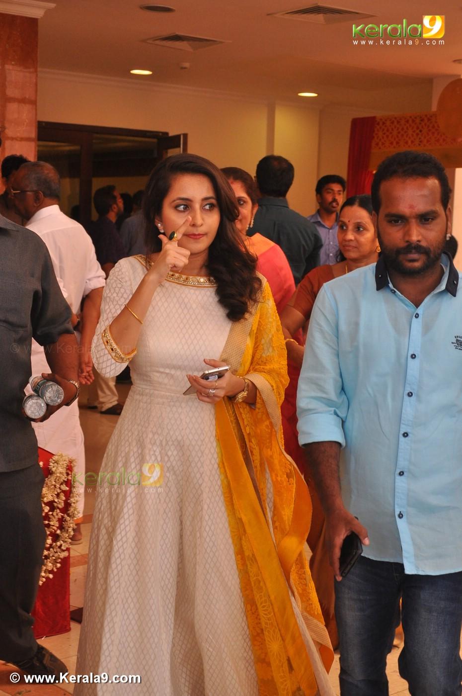 Malayalam Actress Radhika Marriage Photos 0093 14