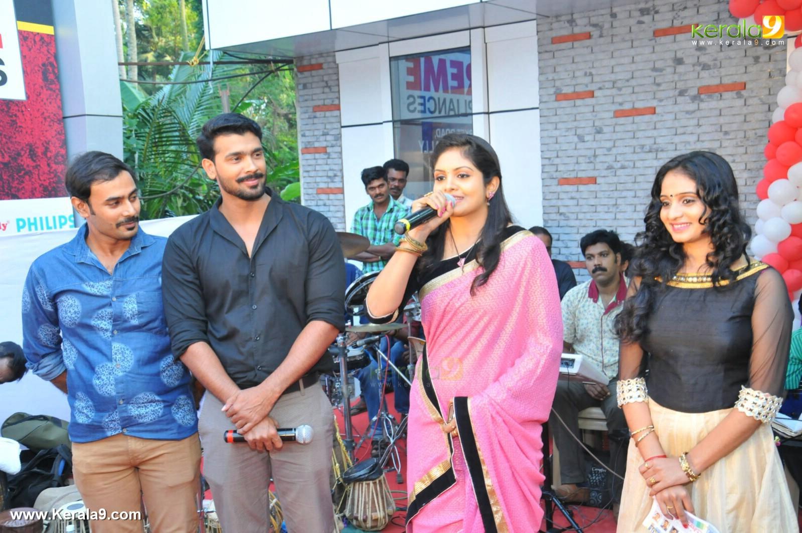 Parasparam Actress Gayathri Arun At Rayyan Inaguration Photos 007