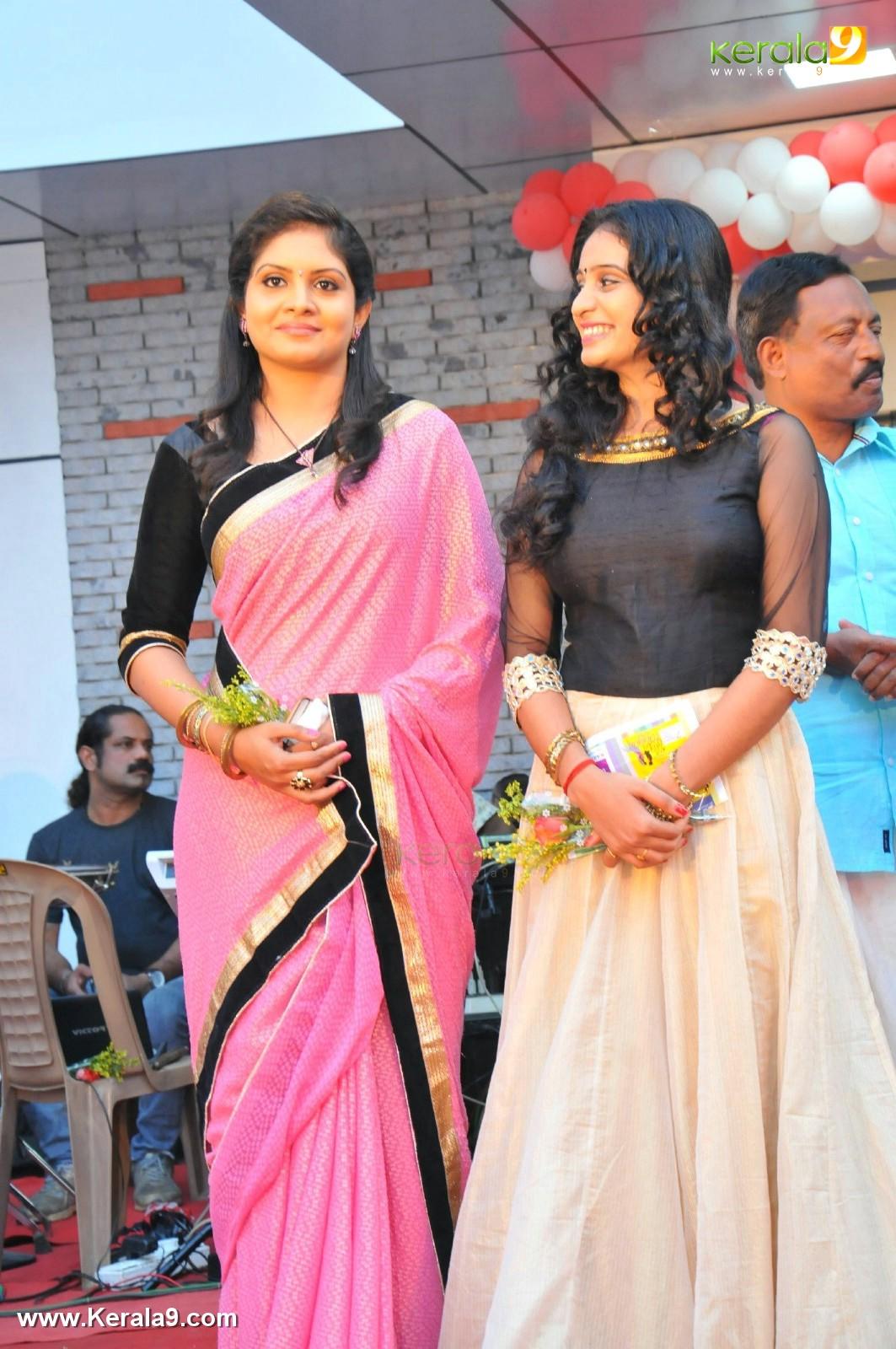 Parasparam Actress Gayathri Arun At Rayyan Inaguration Photos 012