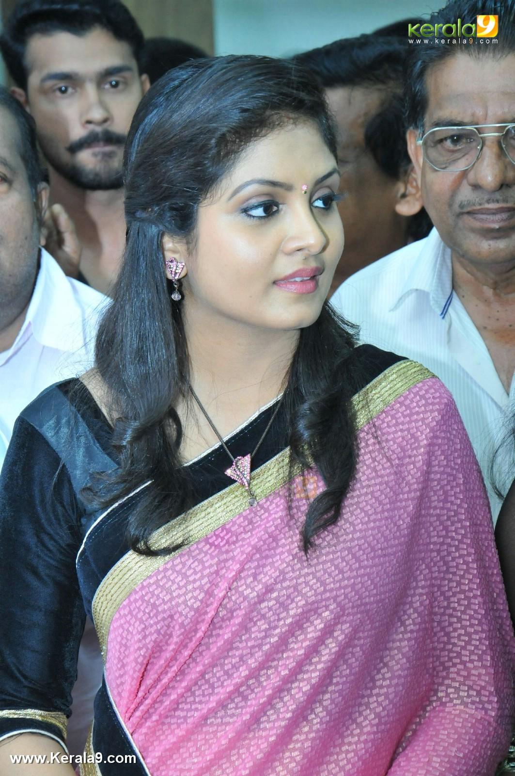 Parasparam Actress Gayathri Arun At Rayyan Inaguration Photos 015