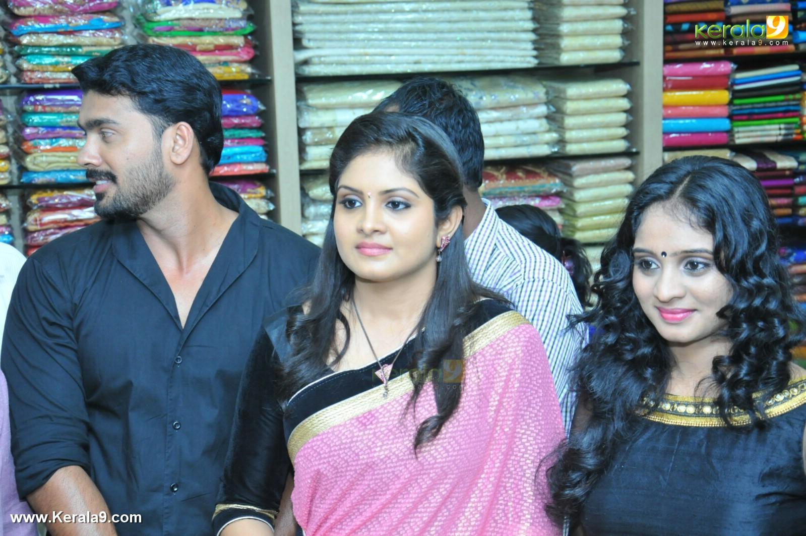 Parasparam Actress Gayathri Arun At Rayyan Inaguration Photos 016