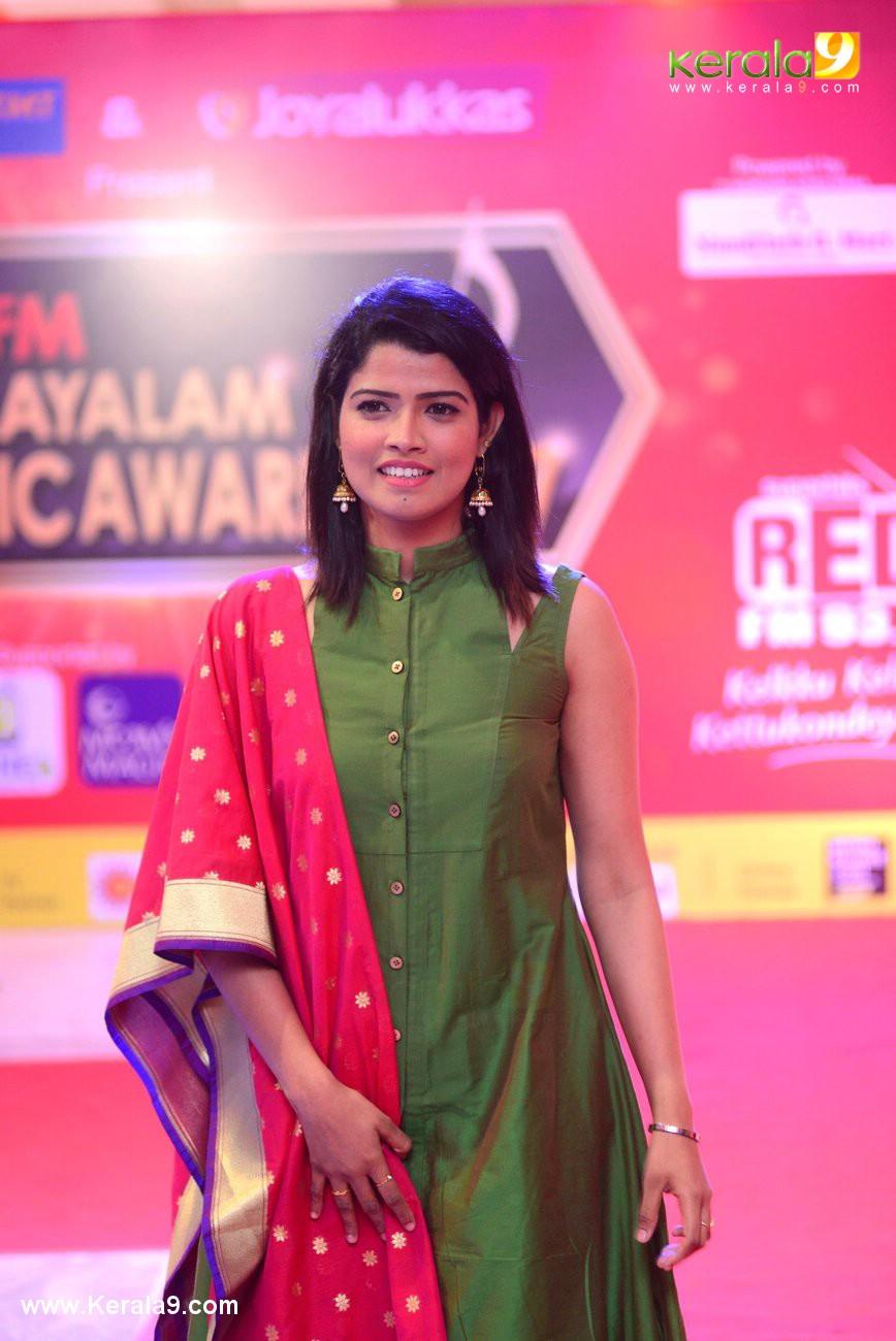 Amrutha Suresh at Red FM Malayalam Music Awards 2017 Photos 01 18990