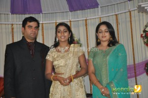 Click Here To View Navya Nair Wedding Reception Marriage Exclusive Photos